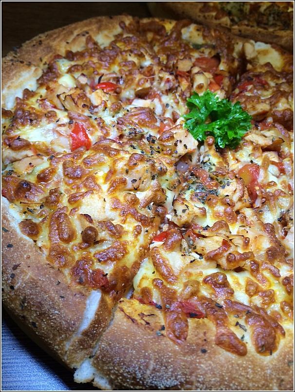 Pretz n Beanz Hot Pepper Chili Chicken Pretzel Pizza