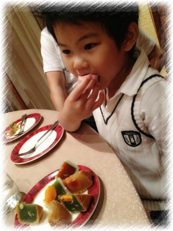 ethan eating mooncake