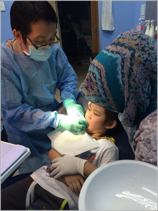 A kid's first dentist visit