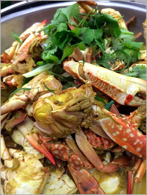 Chatz Parkroyal Seafood Buffet Dinner 10 crab flavours masak nanas