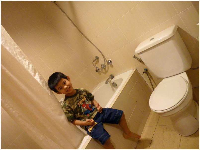 Awana Genting washroom longbath