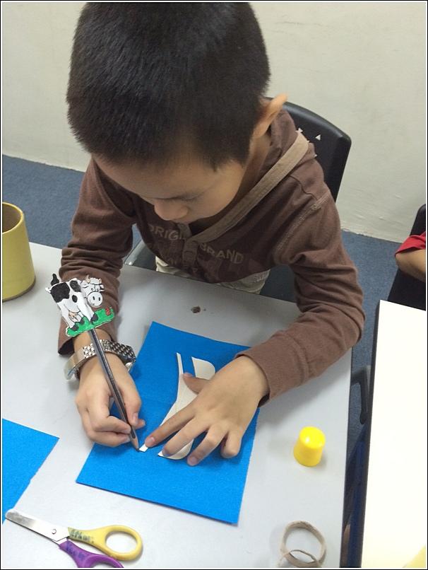 Making a minion pencil holder 1