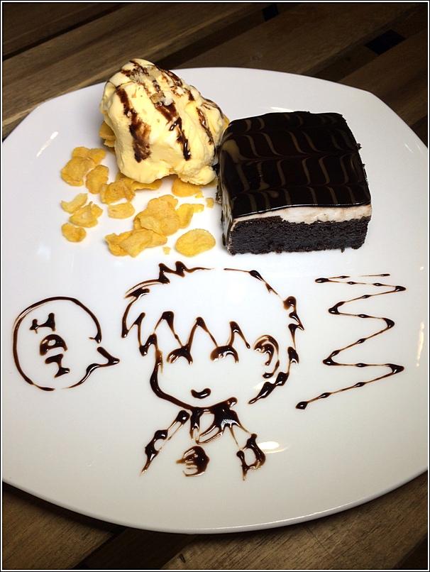 Bmon Chocolate Mud Cake with ice cream