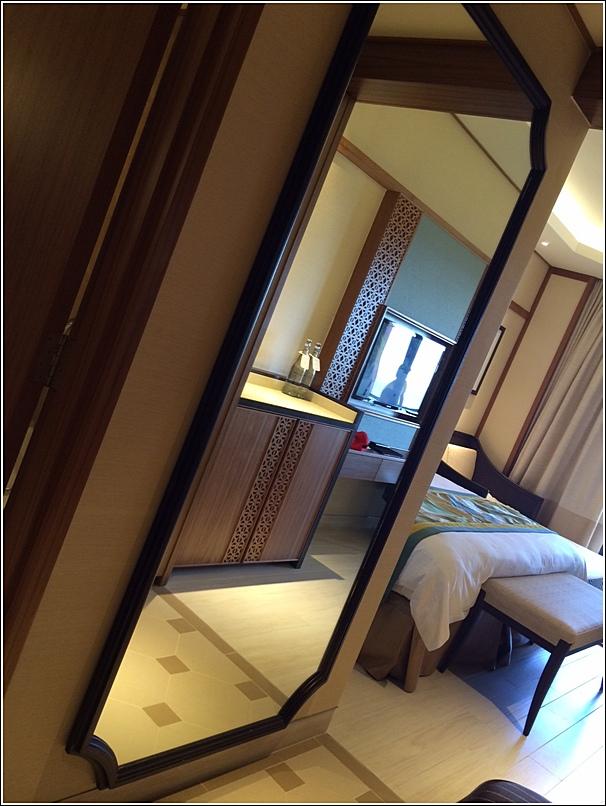 Rasa Sayang Shangri La Penang Deluxe Seaview Room huge mirror