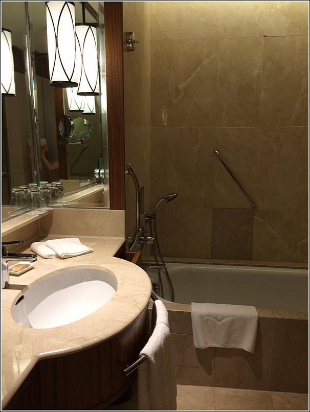 Rasa Sayang Shangri La Penang Washroom longbath