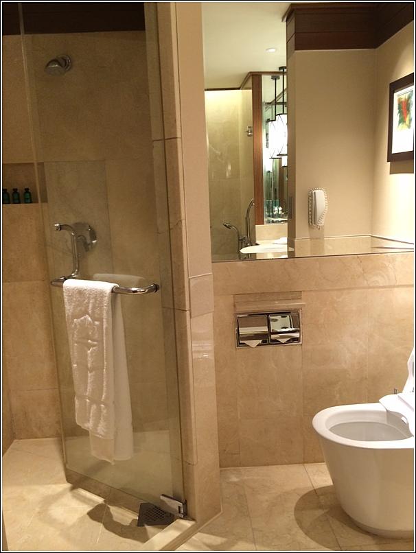 Rasa Sayang Shangri La Penang shower