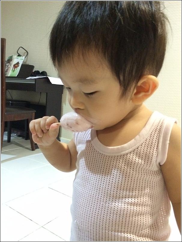 DIY Yogurt Ice Lolly for kids 1