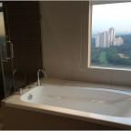 9 Bukit Utama Condo show unit bath tub