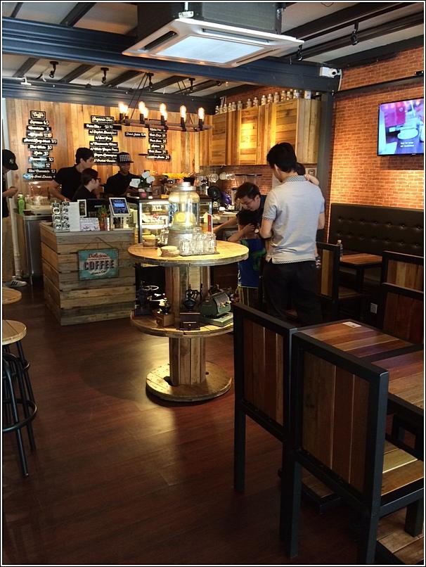 Caffe Crema interior furnishing