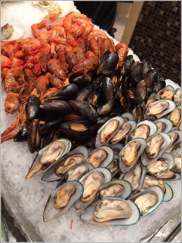 Parkroyal marine harvest seafood on ice