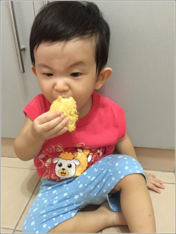 Ayden eating rice cooker cake