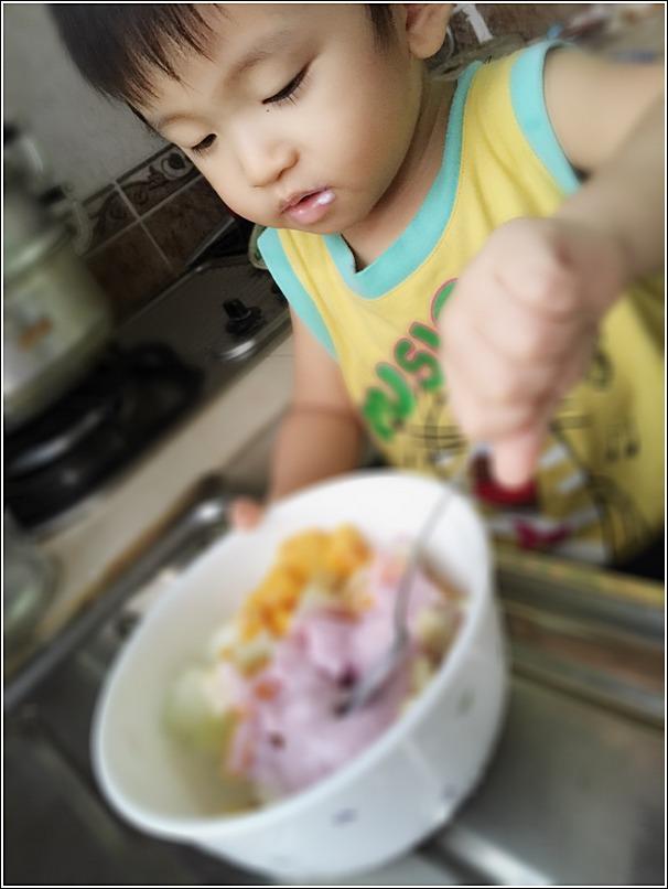 DIY Fruit yogurt salad for toddlers