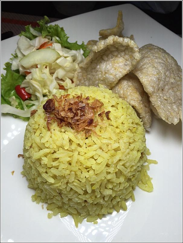 Makan Nyonya Estadia Nasi Kunyit