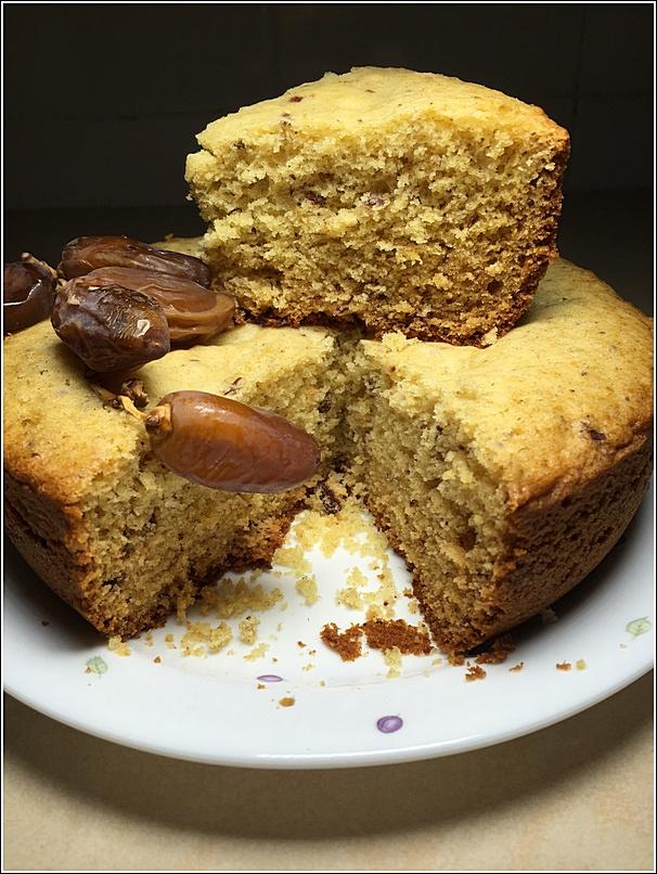 Rice cooker Kurma Cake