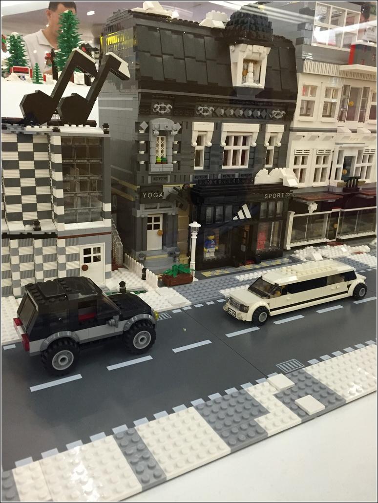 LEGO limousine