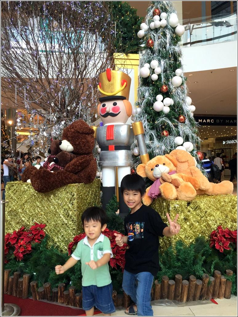 Pavilion 2015 Christmas decor