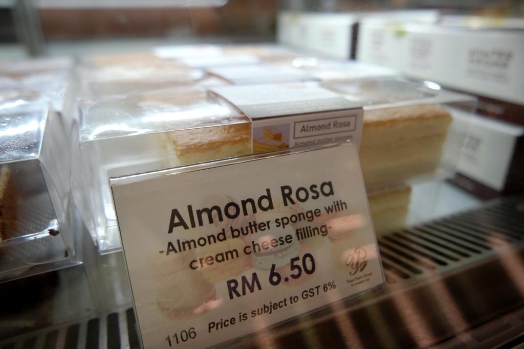 Almond Rosa