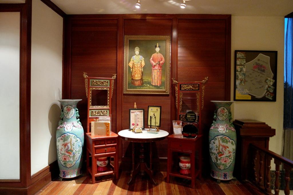 Seri Nyonya Equatorial Melaka antique decor 2