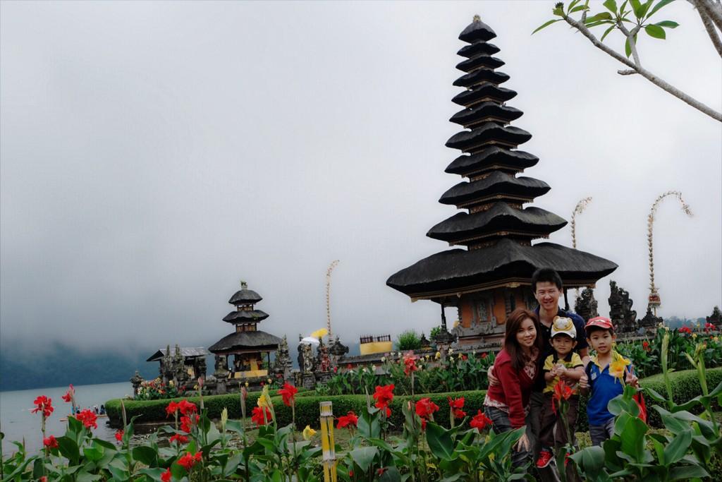 lake-bratan-temple-bedugul-bali-indonesia-1