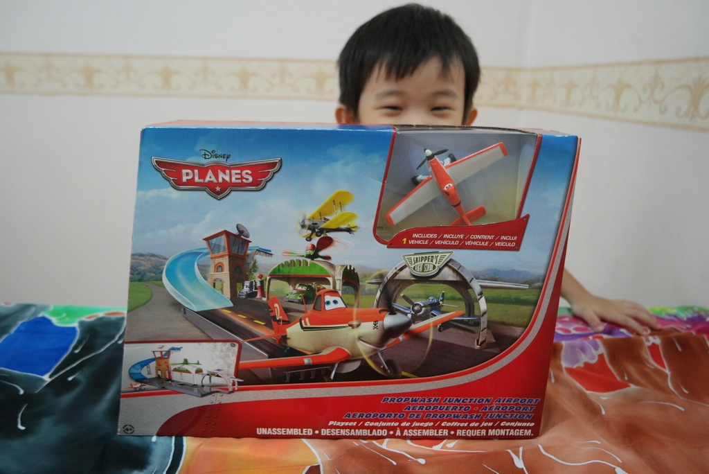 disney-plane-airport-playset-2