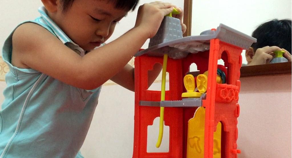 playdoh-town-firehouse-playset-4