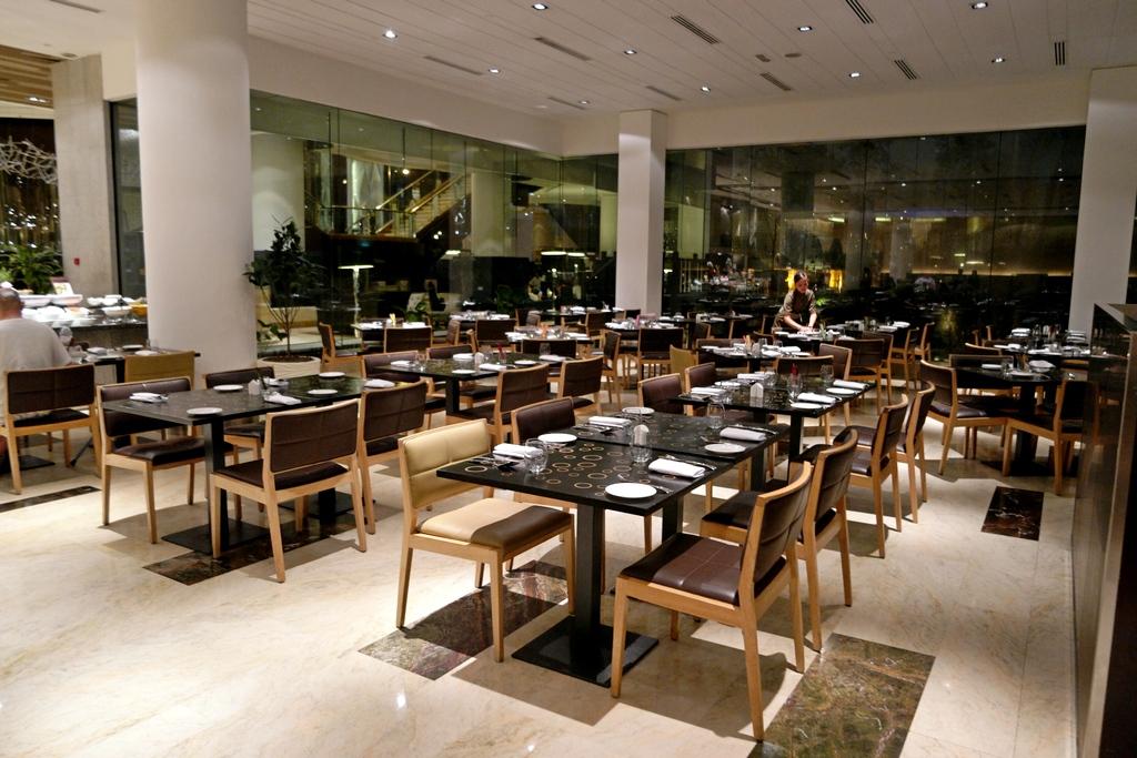 serena-brasserie-indoor
