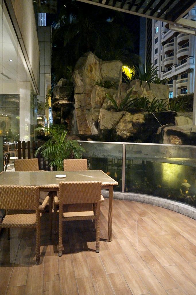 serena-brasserie-outdoor