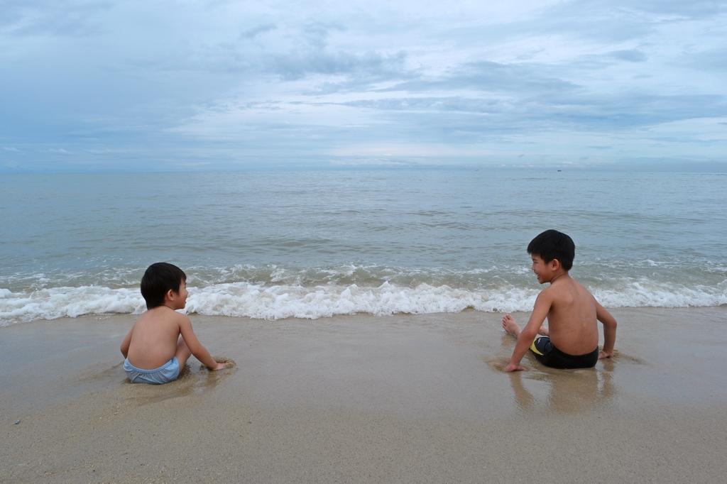white-sandy-ferringhi-beach