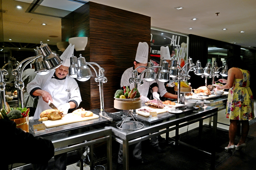 chef-busy-at-carving-station